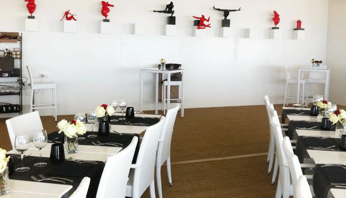 salle avec tables